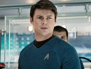 Leonard_-Bones-_McCoy_(from_Star_Trek_2009)